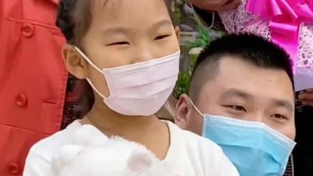 天津市首批援鄂医务工作者隔离结束,今日与家人团聚,致敬医护人员!