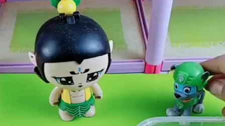 汤姆猫给葫芦娃一个嘴巴糖,好看好吃又好玩,葫芦娃可开心啦!