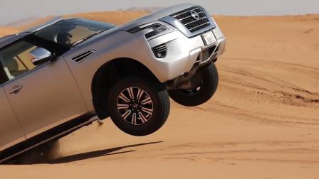 试驾2020款日产途乐,开到沙漠里一脚油门如履平地,就是没压力