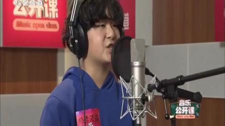 11岁的杨李浩琛会唱歌弹琴跳舞,阳光自信,表演《合肥的味道》