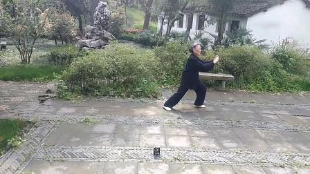宝艳凤展示扬式太极拳24式
