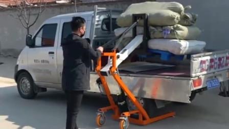 河南大哥自主研发的自动搬运机,这波操作大家怎么看?