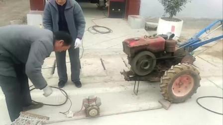 河南农民大爷改装拖拉机再也不用用手摇了,果然是智慧改变生活
