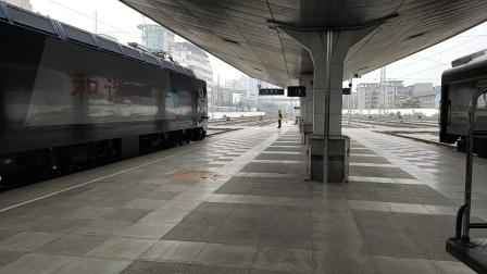 客车k284次(成都到上海)成都站4道发车