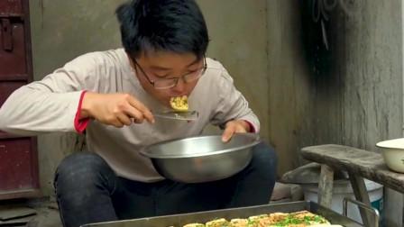 """六斤豆腐做铁板豆腐吃,大叔小院子又""""营业""""了,撒葱花刷辣酱贼爽了"""