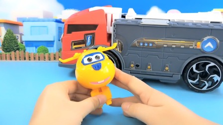 超级飞侠玩具开箱:乐迪和米莉的太空车