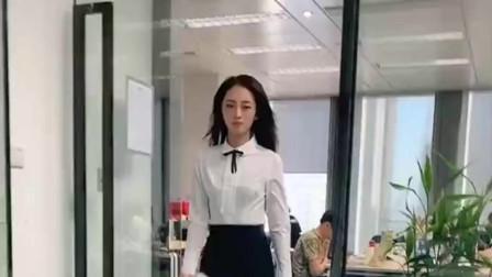 美女找老板辞职,说好多辞职原因,当老板提到花呗后美女改变主意