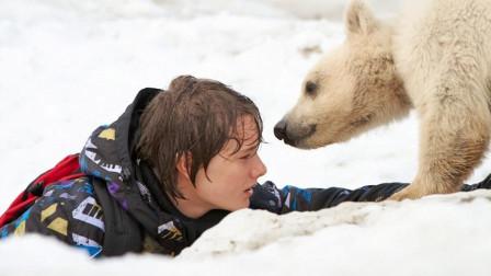 10岁男孩送北极熊回家,竟1人独闯北极,网友:结局看得直掉眼泪