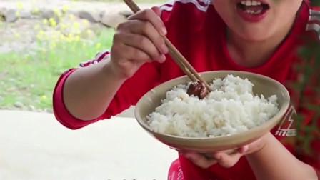 5斤鸡杂2斤辣椒,胖妹嘴馋吃爆辣鸭胗,手抓着吃太过瘾了