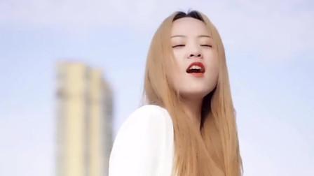 动感美丽的女孩唱《光明》真是一种风采!