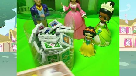 青蛙公主欺负白雪公主,还告诉爸爸妈妈白雪公主欺负她,太坏了