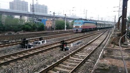T7次(北京西——成都)咸阳站1道通过