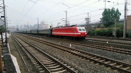 K176次(乌鲁木齐——郑州)咸阳站2道开车