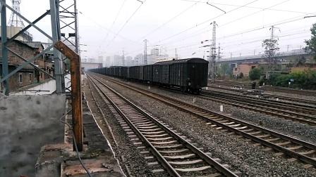 HXD2 1561货列通过,去咸阳西方向