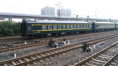 K8158次(宝鸡——西安)咸阳站4道开车
