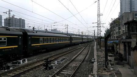 Z105次(济南——乌鲁木齐)咸阳站1道通过