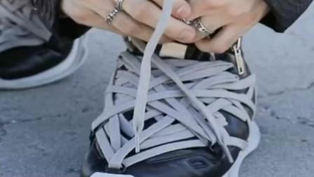 世界上怎么会有这么奇葩的鞋啊,我感觉光鞋带就有五米长!