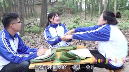 田田的童年搞笑短剧:田田的快板被大鱼玩坏了,没想如花老师动动手指就修好了,真厉害