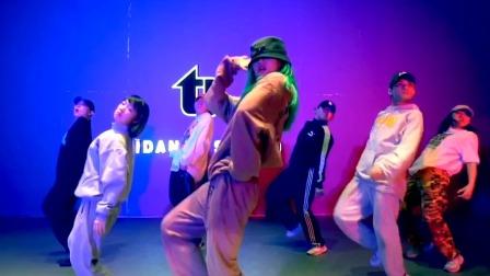 街舞3云海选 帅气女孩薇霖的Hiphop太炸了!