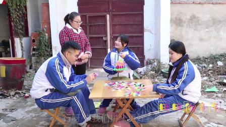 田田的童年搞笑短剧:田田和小伙伴一起玩雪花片玩具,能拼出各式各样的玩具,你玩过吗