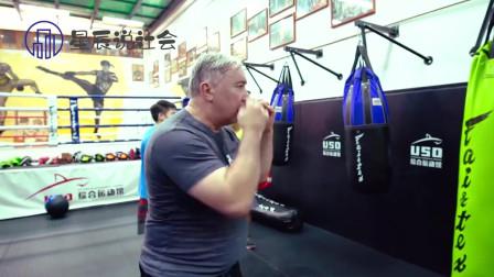 60岁老人置身拳击事业,年龄不是限制,努力才能让生命有价值