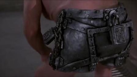 年迈警察被派去监狱当卧底,为了保护自己,他给自己换上了铁内裤