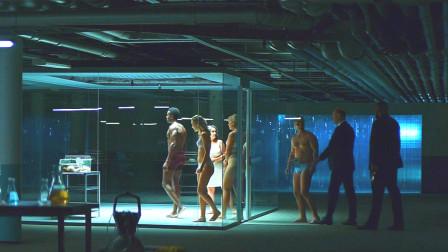 老板为抓偷药员工,将他们赤裸着关进笼子,可结局却令人意想不到