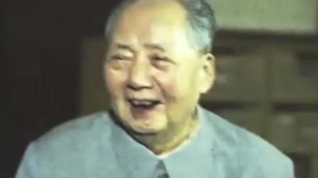 1966年毛泽东虽已73岁高龄,却仍完成横渡长江壮举
