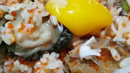 韩国眼镜小哥吃鲍鱼拌饭配泡菜,多年单身的厨艺不一般!