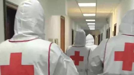 医护人员穿戴好防护服,他们拿起工具,准备对病房进行消毒工作!