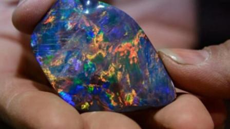土豪花500万购买一块陨石,切开一看,里面的东西让人傻眼了