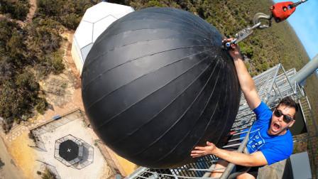 世界上最强的蹦床,老外将破坏球从高空扔下,结果你猜怎么着?
