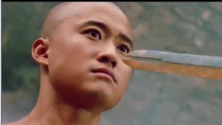 男子一把锈剑,被砍断后瞬间变成一把斩魔剑,竟还会飞!