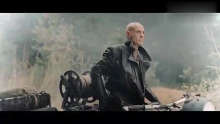 纳粹不知道掉进沟里的坦克有人, 还帮忙把坦克拉上来