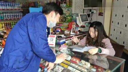 广东深圳工厂大神发工资了,终于把欠小店的钱还了,表妹脸上也露出了笑容!