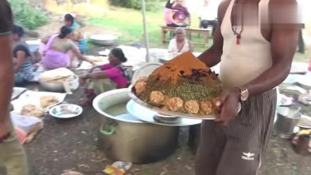 印度人做的大菜,就是各种香料调味品,成品有点像是喂猪的!