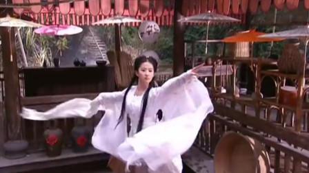 """难怪刘亦菲版小龙女的""""雨中骑马戏""""被删!看到后背瞬间,才恍然大悟"""