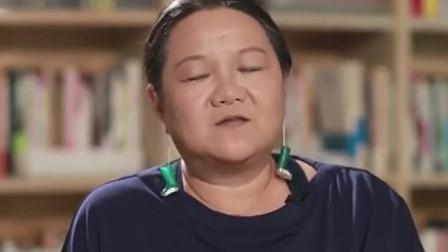 洪晃评价郭美美,名媛不是自己标榜而成立的,她是什么大家都知道