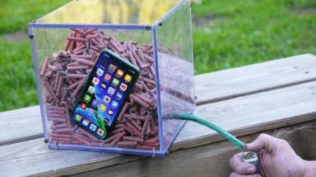 将iPhone手机放进鞭炮盒中,下一秒是否还能生存?看完不敢相信