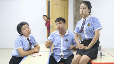 学霸王小九校园剧:课间休息学生玩憋笑游戏,没想老师刚进班就被喷了一脸水,太逗了
