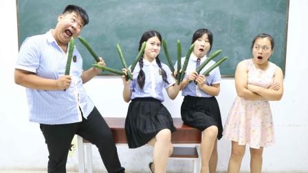 学霸王小九校园剧:全班比赛吃黄瓜,谁吃的少谁做俯卧撑,学生做俯卧撑的姿势太逗了