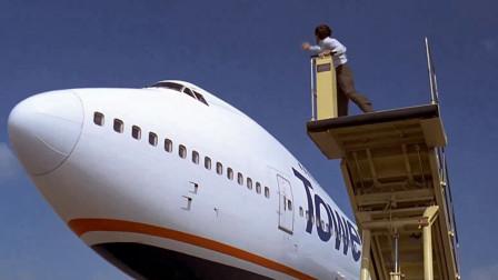 飞机已经启动,小伙一个动作就将其逼停,简直拿命当儿戏