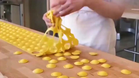 纽约一家餐厅制作的非常独特的意面美食,里面还放了奶酪呢