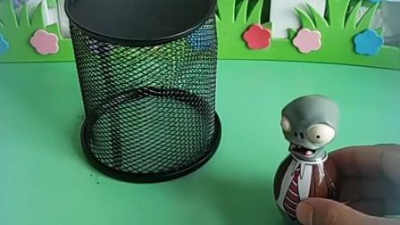 葫芦娃被关起来了,但他会隐身,就把僵尸关里面了