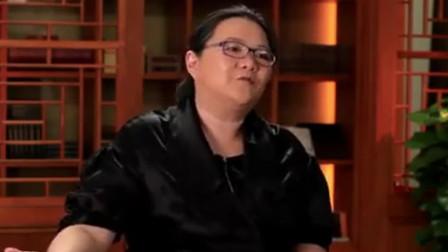 洪晃在美国留学时,借住在老师家,为了省房租要给老师洗衣服做饭
