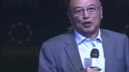 柳传志调侃郭广昌:整天跟美女混,所以才显年轻,我也跟着沾光!