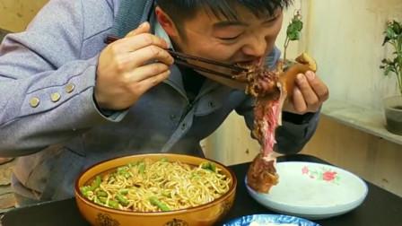 两斤猪头卤着吃,用剩下的卤汁拿来拌面条,太香了