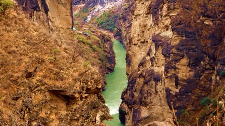 香格里拉中虎跳峡旅游纪实,一段惊险刺激的徒步旅行经历