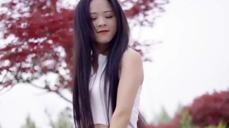 姑娘一首DJ版《爱火》听得心跳加速,唱出女人的心声!