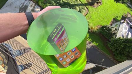 土豪将手机放进透明果冻中,从5层高楼丢下,下一秒不敢相信